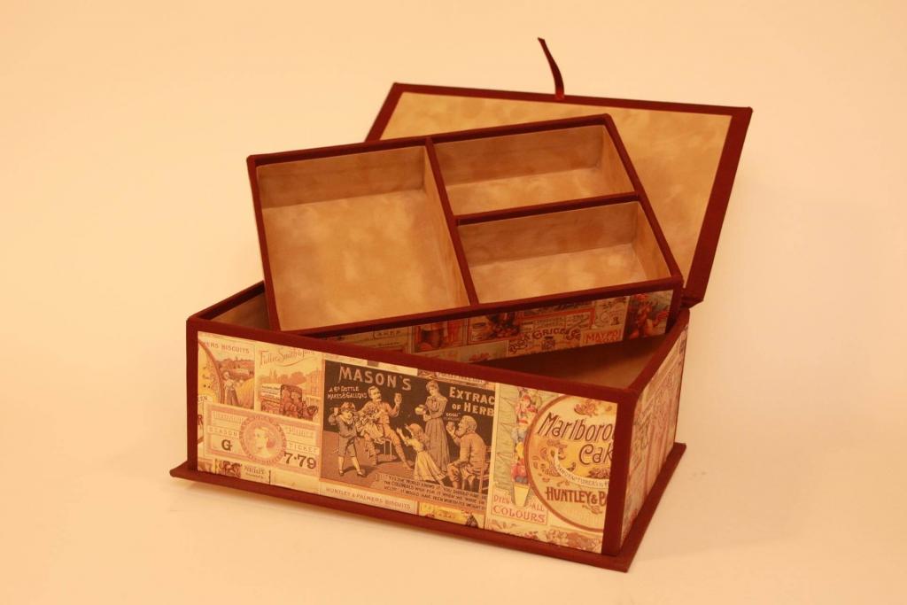 Tipografia Pezzini: interno scatola rivestita